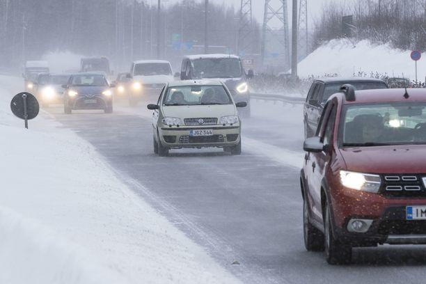 Torstaiksi on annettu varoitus huonosta ajokelistä suurimpaan osaan Suomea.