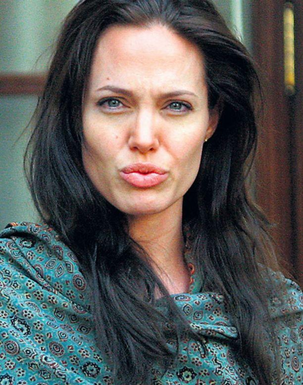 Angelina Jolie ei adoptoisi lasta Malawista lakien takia.