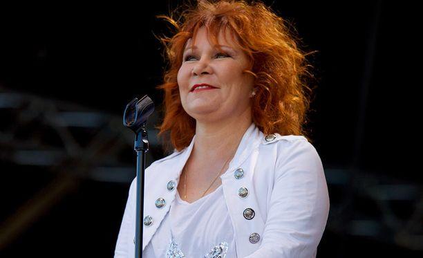 Vicky Rosti nähtiin Vain elämää -musiikkiohjelman neljännellä tuotantokaudella.