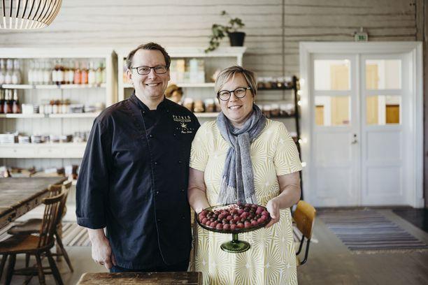 Petri ja Nina Sirénillä on suklaakahvilat Porvoossa sekä Salon Mathildedalissa. Mathildedalissa toimitaan vanhassa kansakoulussa, jossa on lisäksi tarjolla aamiaismajoitusta.