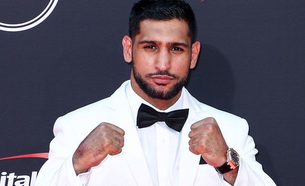 Amir Khan joutui olemaan alasti punnitustilaisuudessa.