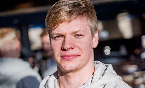 Miro Aaltonen aloittaa treenipelit kakkosketjun keskeltä.