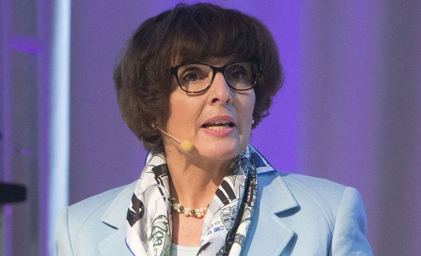 Liikenne- ja viestintäministeri Anne Berner haluaa hyödyntää digitalisaatiota laajemmin liikenteessä.