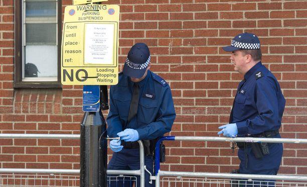 Synnytyssairaalan nurkilla on nähty poliiseja ja pommikoiria.