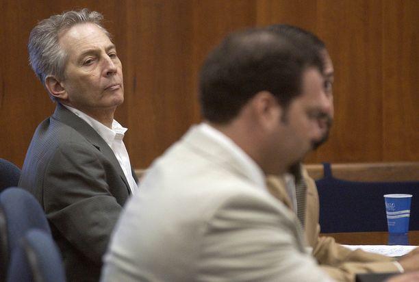 Robert Durst (vasemmalla) oikeudessa Texasissa elokuussa 2003.