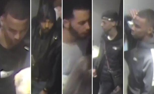 Ensimmäisessä kuvassa mustapaitainen henkilö, jonka paidassa on valkoiset silmät. Toisessa kuvassa yhdellä epäillyllä on durag-huivi eli huivi, joka voidaan sitoa kireäksi pään ympärille. Kolmannessa kuvassa on valkopaitainen henkilö, josta poliisi kaipaa myös lisätietoja. Poliisi kaipaa tunnistusta myös neljännen ja viidennen kuvan henkilöistä.