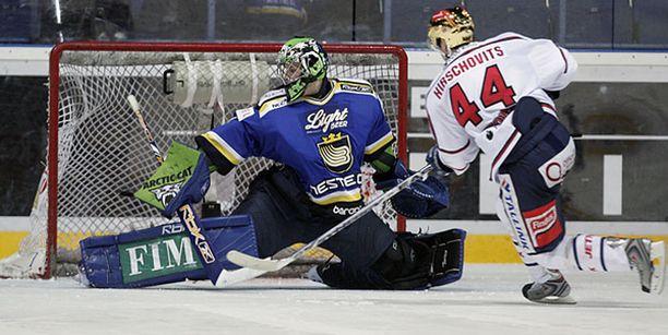 Kim Hirschovits aloitti ja lopetti HIFK:n maalinteon - tässä ratkaiseva laukaus.