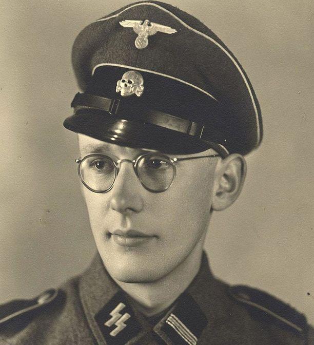 Gröning oli tapahtuma-aikaan 23-vuotias SS-upseeri.