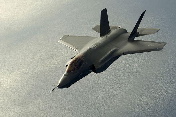 Etukäteisoletus monilla suomalaispoliitikoilla oli, että tasan 10 miljardin budjetti ei riittäisi 64 F-35-hävittäjään ja niiden moderniin ohjusaseistukseen.