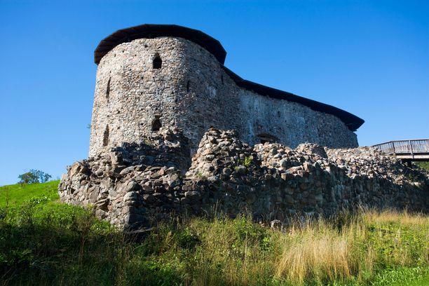 Raaseporin linna on ehkä raunioina, mutta kelpasi se silti suomalaiselle metalliyhtye Beast in Blackille. Heidän ensimmäinen videonsa Blind and Frozen kuvattiin siellä.