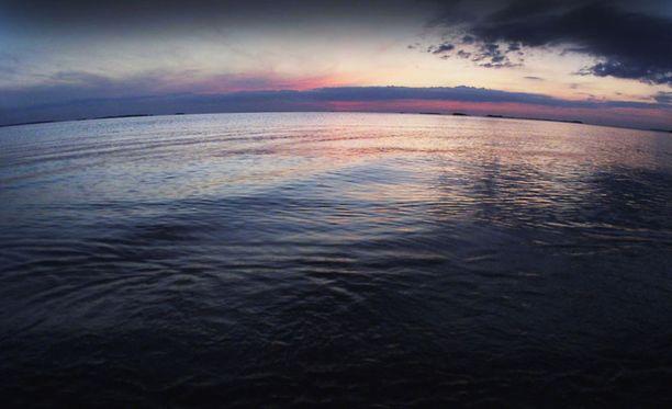 MYSTEERI Oulun edustalla merelle lähteneestä miehestä ei ole tehty havaintoja torstai-illan jälkeen.