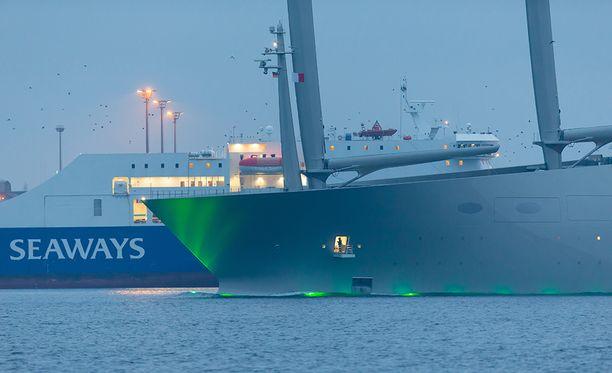 Sailing Yacht A lähdössä Kielistä pari viikkoa sitten.