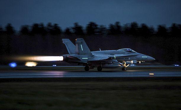 Jos sota syttyisi, pitäisi ilmavoimien koneet saada ilmaan ja suojaan mahdollisimman nopeasti.