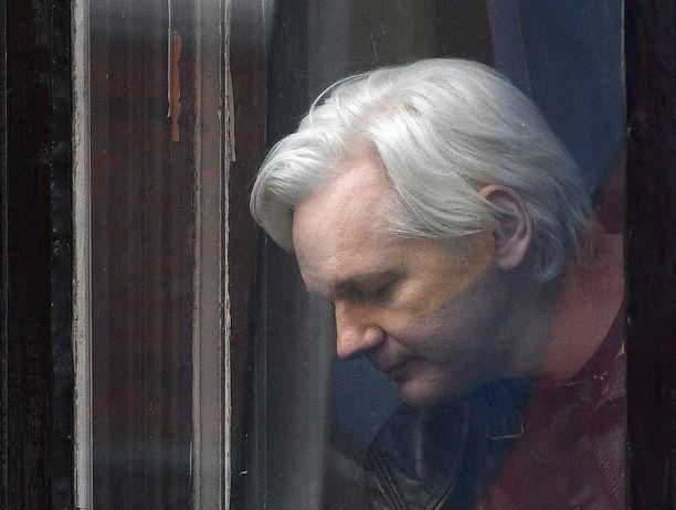 Kalpeaksi käynyt Julian Assange on asunut viimeiset viisi vuotta Ecuadorin suurlähetystössä Lontoossa.