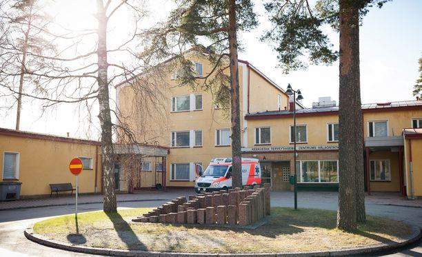 Lohjan keskustan terveysasemalla vieraillut vanhus huomasi varkauden, kun hän oli helmikuun puolivälissä lähdössä invataksilla syöpähoitoihin Helsinkiin.