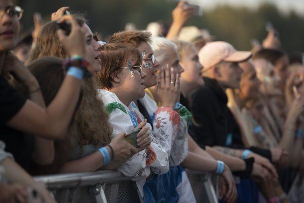 Monet lauloivat mukana Sheeranin kappaleiden tahtiin. Sheeran tunnetaan esimerkiksi kappaleistaan Caste on the Hill ja Shape of You.