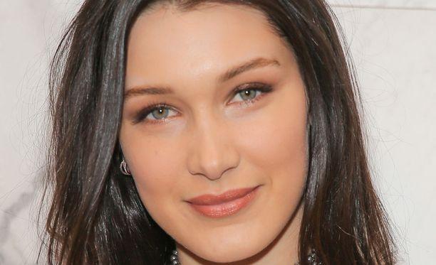 Bella Hadid tunnetaan huippumalli Gigi Hadidin pikkusiskona.