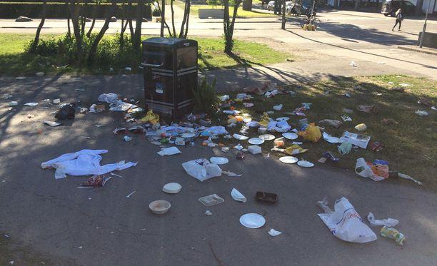 Sainion mukaan tapahtumajärjestäjille annetaan avaimia kaupungin roska-astioihin.