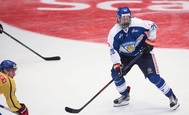 Häkkipäänä pelannut Patrik Laine keräsi valmennusjohdon kehut.