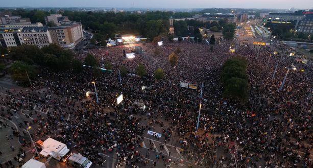 """""""Meitä on enemmän""""-tapahtuma keräsi poliisin mukaan peräti 65 000 ihmistä."""
