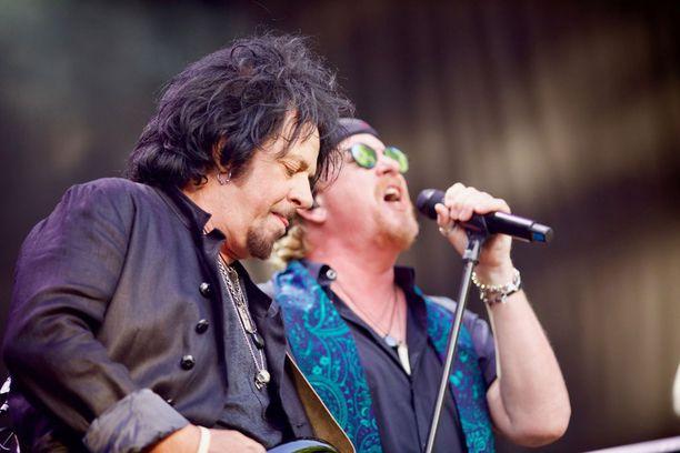 Steve Lukather ja Joseph Wiliams nähdään ensi vuonna Suomessa.