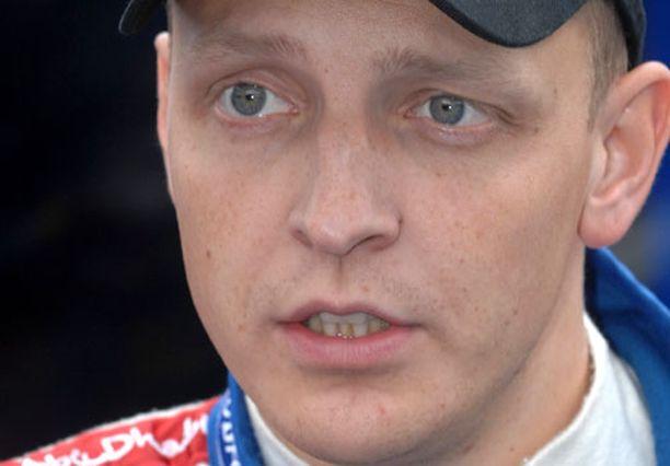 Mikko Hirvonen jaksoi nauraa Sebastién Loebin leikinlaskulle.