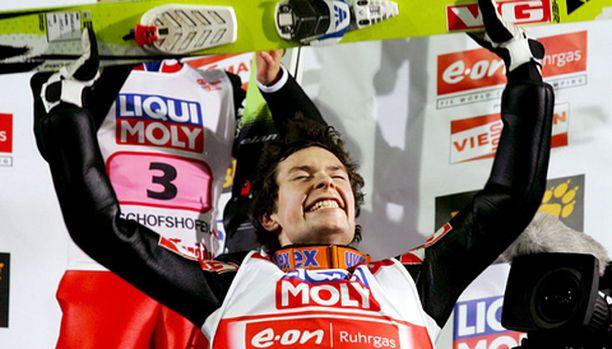 Anders Jacobsen kesti paineet ja vei mäkiviikon voiton.