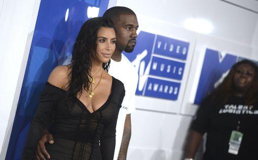 Kanye West pyörtää puheitaan – pyytää anteeksi Kim Kardashianilta