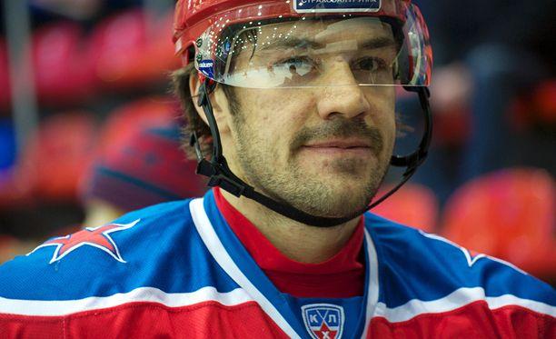 Jevgeni Artjuhin tunnetaan Suomessa Venäjän maajoukkueen pelotteena, joka on käynyt suomalaispelaajien kimppuun.