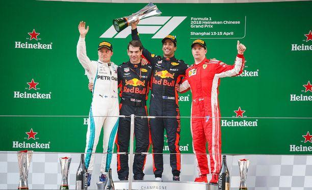 Kiinan GP:n kärkikolmikko oli siinä mielessä erikoinen, että Sebastian Vetteliä tai Lewis Hamiltonia ei nähty palkintokorokkeella ollenkaan.