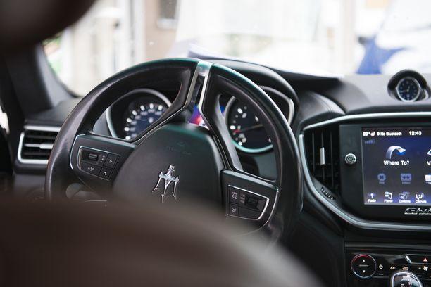Koivumäki liikkuu paikasta A paikkaan B sadan tonnin Maseratilla.
