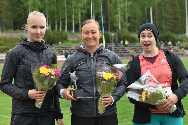 Saara Lipsanen (vas.), Heidi Nokelainen ja Sanni Utriainen