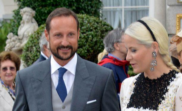 Prinssi Haakonia ja Mette-Maritia ei nähdä Ruotsin juhlissa.