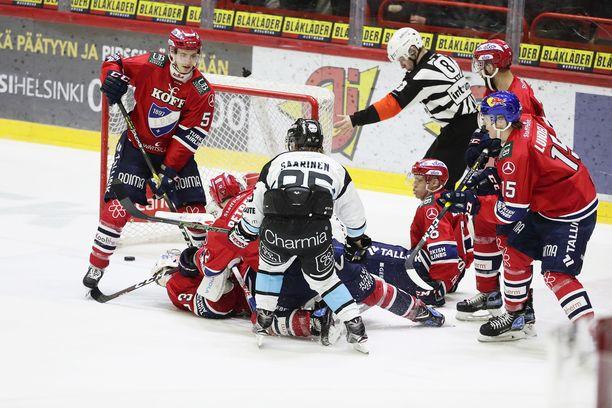 Jesse Saarinen vei Pelicansin 1-0-johtoon puolivälieräsarjan toisessa ottelussa lauantaina. HIFK kuitenkin nousi voittoon maalein 3-2. Isäntien voittomaalista vastasi Juho Keränen.