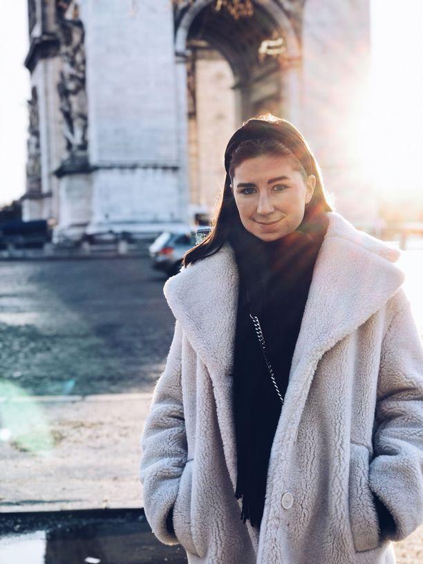 Elina Hyvölä työskentelee Pariisissa IMG Modelsille.