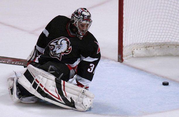 Buffalon Ryan Miller taipui yön ottelussa neljästi.
