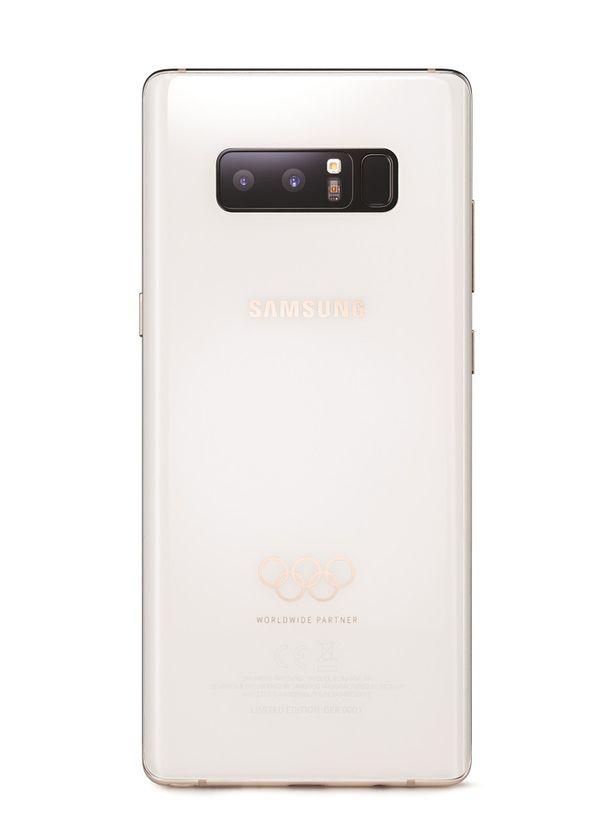 Galaxy Note 8 -erikoisversion takaosa on valkoinen ja se on varustettu olympiarenkailla.
