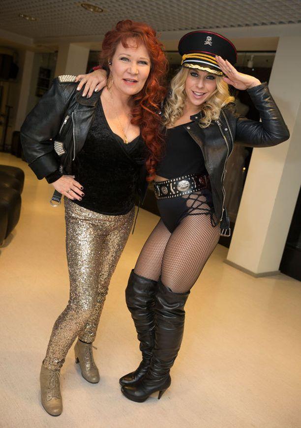 Vicky Rosti ja Krista Siegfrids ovat UMK-illan vierailevat tähdet.