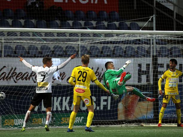 Jere Koponen oli TPS:n maalilla voimaton, kun Luiyi de Lucas vei isännät 1–0-johtoon.