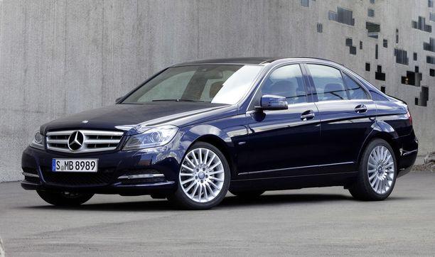 Käytetty Mercedes C180 maksaa Suomessa keskimäärin 30 000 euroa. Esimerkiksi Saksassa keskihinta on noin 23 000 euroa ja Ruotsissa 19 000 euroa.