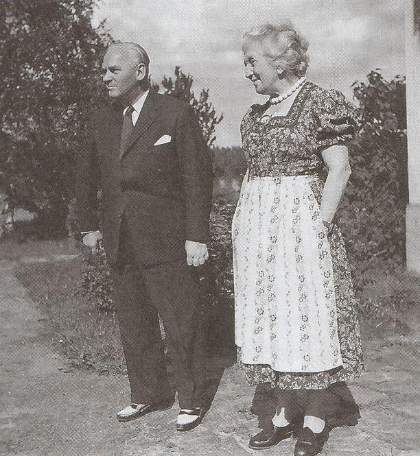 Kenraali Felix Steiner ja Ruth Munck kesällä 1956. Steiner komensi SS-divisioona Wikinkiä sodan ajan. Hän vieraili myöhemmin useasti Suomessa.
