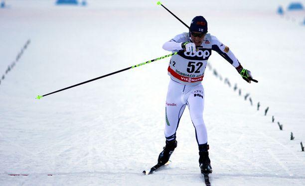 Matti Heikkinen hiihti upeasti Toblachin takaa-ajokisassa ja oli maalissa viides.