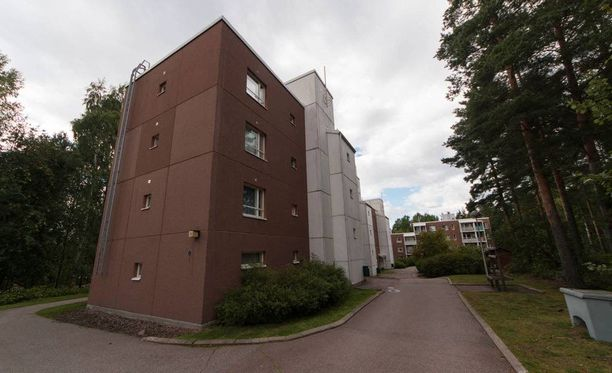 Poliisi löysi kuolleen miehen Karhuvuoren Keijunpolulla sijaitsevasta asunnosta Kotkassa.