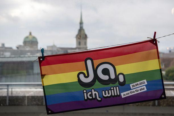 Valtaosa sveitsiläisistä on tasa-arvoisen avioliittolain kannalla.