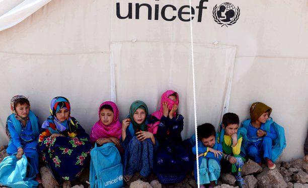 Lapsia pakolaisleirillä Afganistanissa.