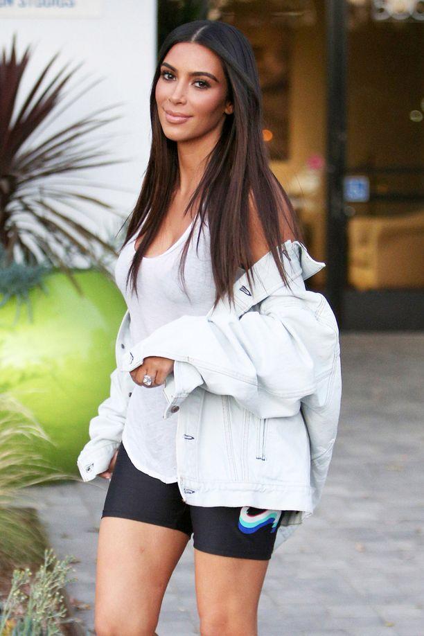 Kahden lapsen äiti Kim Kardashian on viime aikoina iloinnut raskauskilojensa pudottamisesta.
