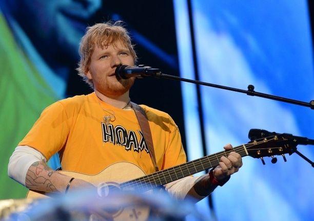 Ed Sheeran esiintyy Suomessa ensi kesänä.