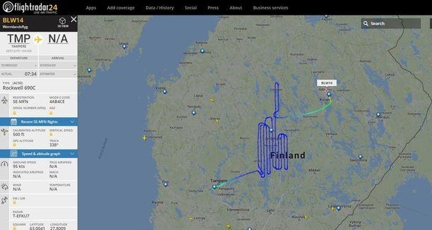 Keski-Suomen ilmatilassa lentäneeltä koneelta jäi Flightradar24 -sivustolle näin mielenkiintoinen lentokuvio.