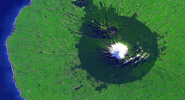 Tämä ihmisen toiminnan seurauksena syntynyt 20 kilometriä halkaisijaltaan oleva ympyrä näkyy avaruudesta hyvin.