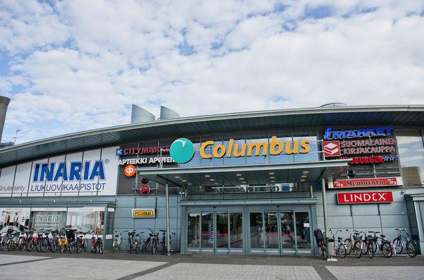 Helsinki, Vuosaaren kauppakeskus Columbuksen pääovet.